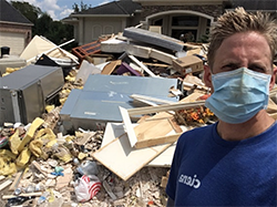 Ciena volunteer in a disaster area
